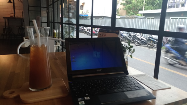 タイ バンコク ノマド Dexter Café & Bar